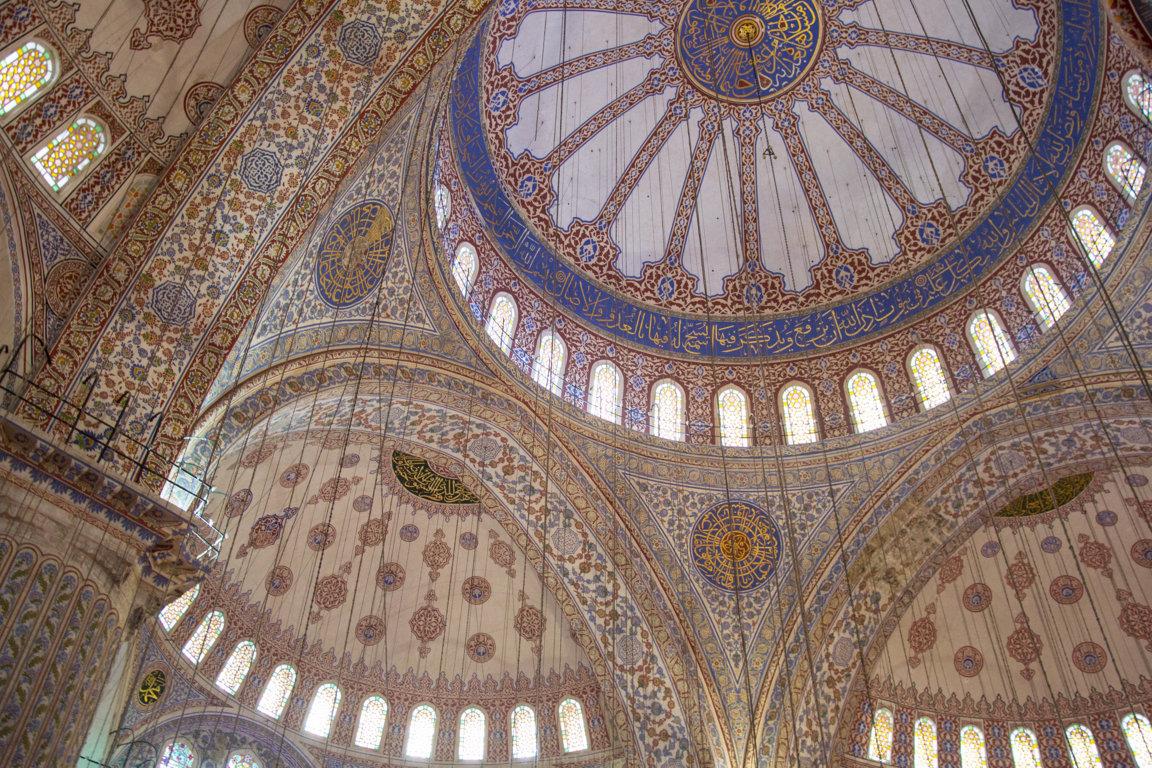 Gewölbe der Blauen Moschee in Istanbul, Türkei