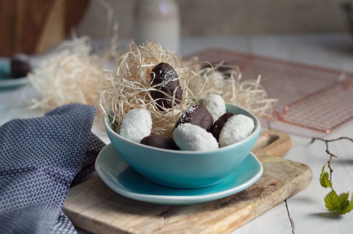 selbstgemachtes glutenfreies, veganes Kokoskonfekt schmeckt wie Bounty