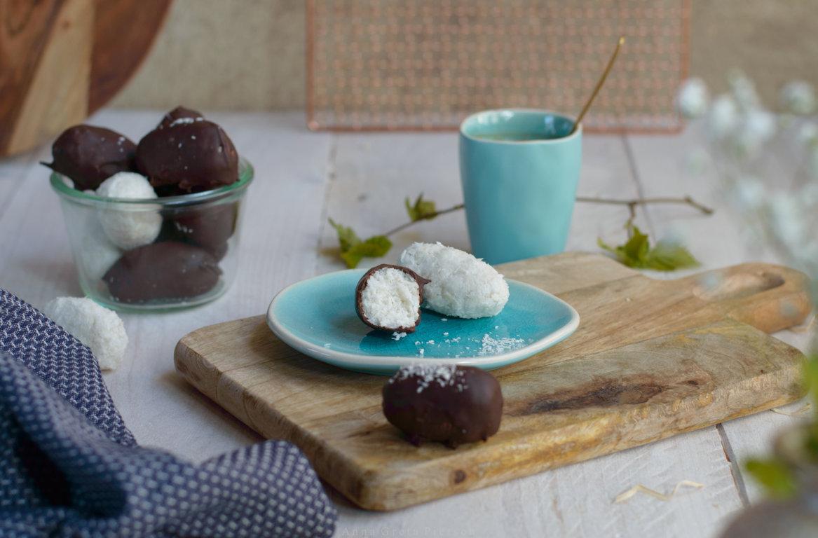 glutenfreies, veganes Kokoskonfekt schmeckt wie Bounty