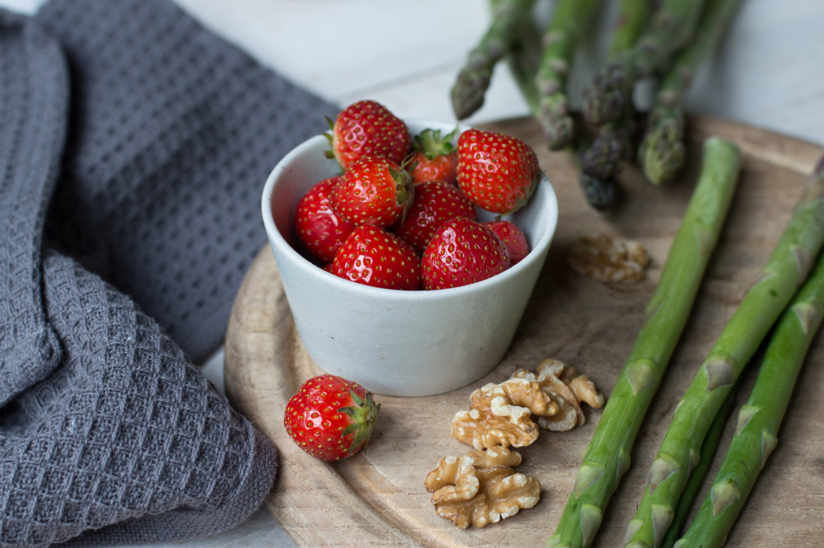 Spargel_Erdbeer_Salat_mit_Quinoa