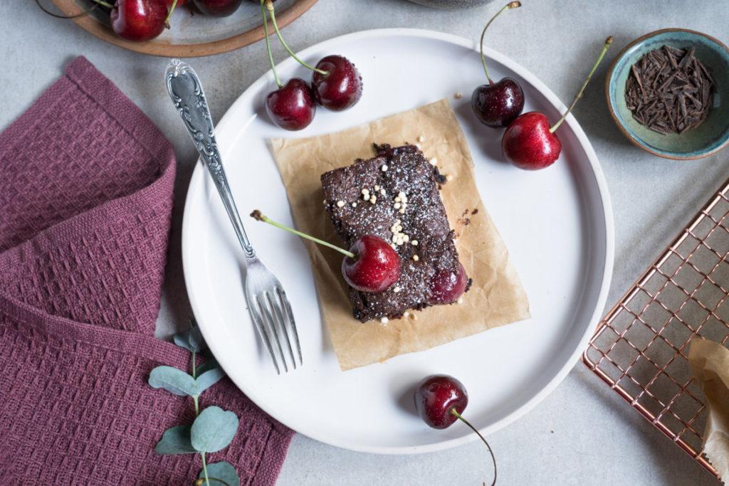 Die Schoko-Kirsch-Brownies sind so köstlich!