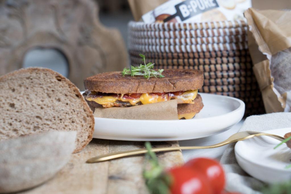 Durch den zerlaufenden Käse schmecken die Braaibroodjies noch besser!