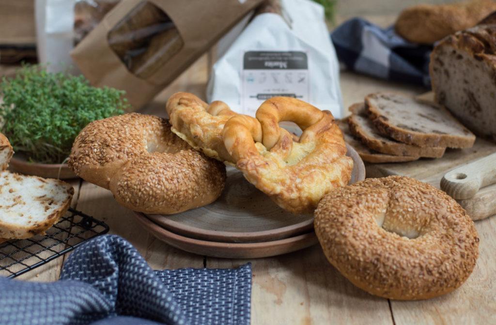 glutenfreie Bagel und Käsebrezn