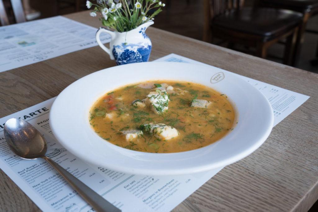 glutenfreie Fischsuppe im Speisesaal