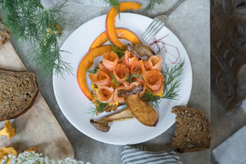 Herbstliches Smörgåsar mit Lachs