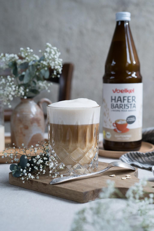 Latte Macchiato mit glutenfreiem Haferdrink