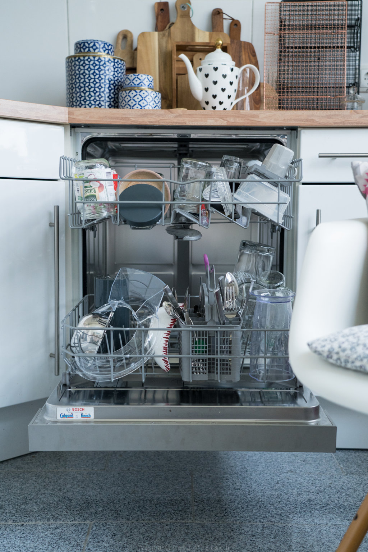 Spülmaschine mit Geschirr