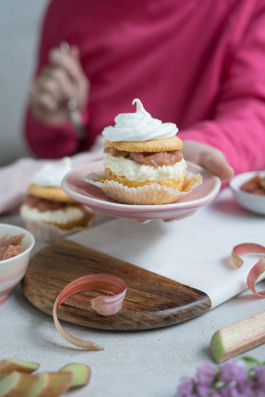 Rhabarber-Cupcake mit Baiser