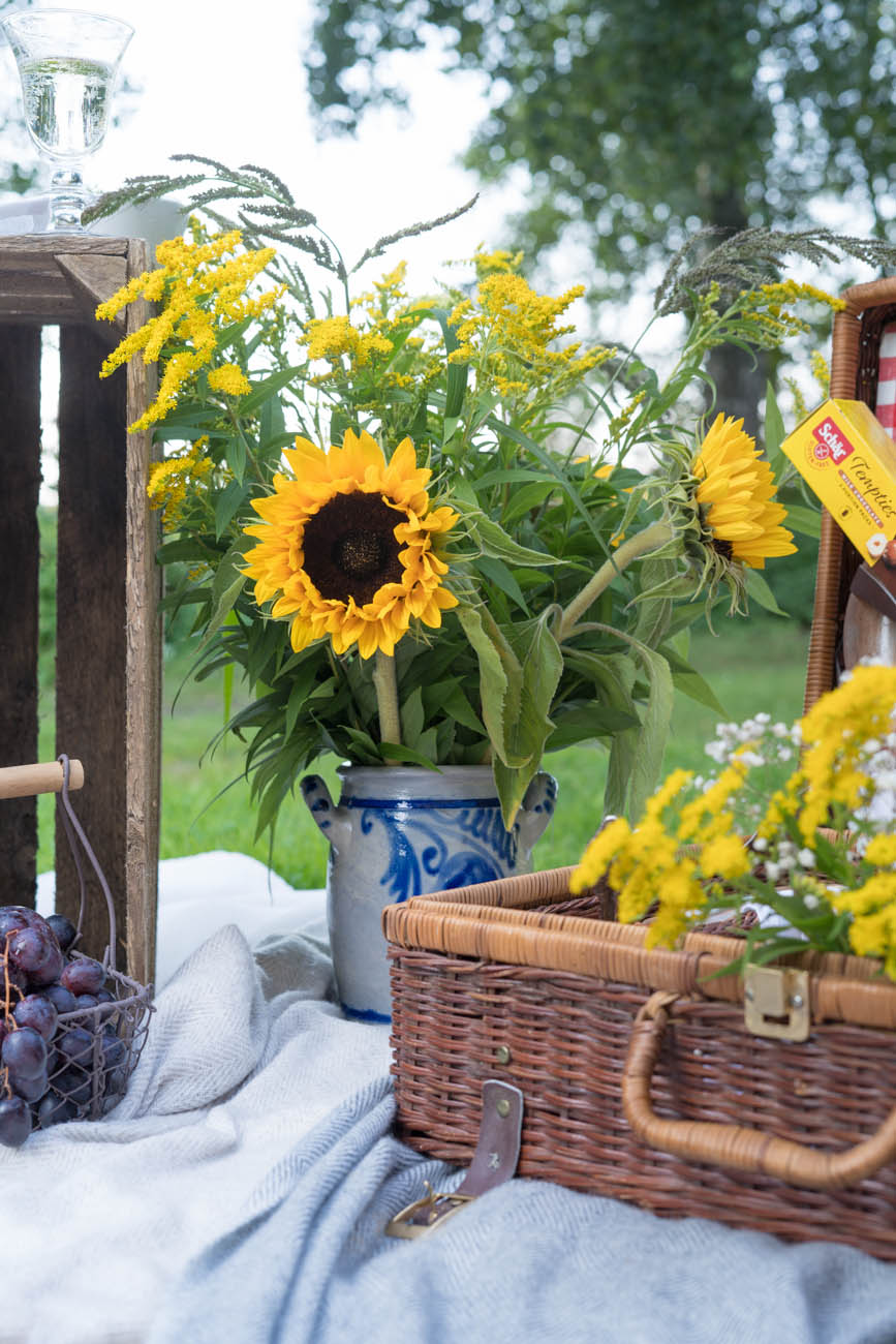 Blumenstrauß bei Picknick