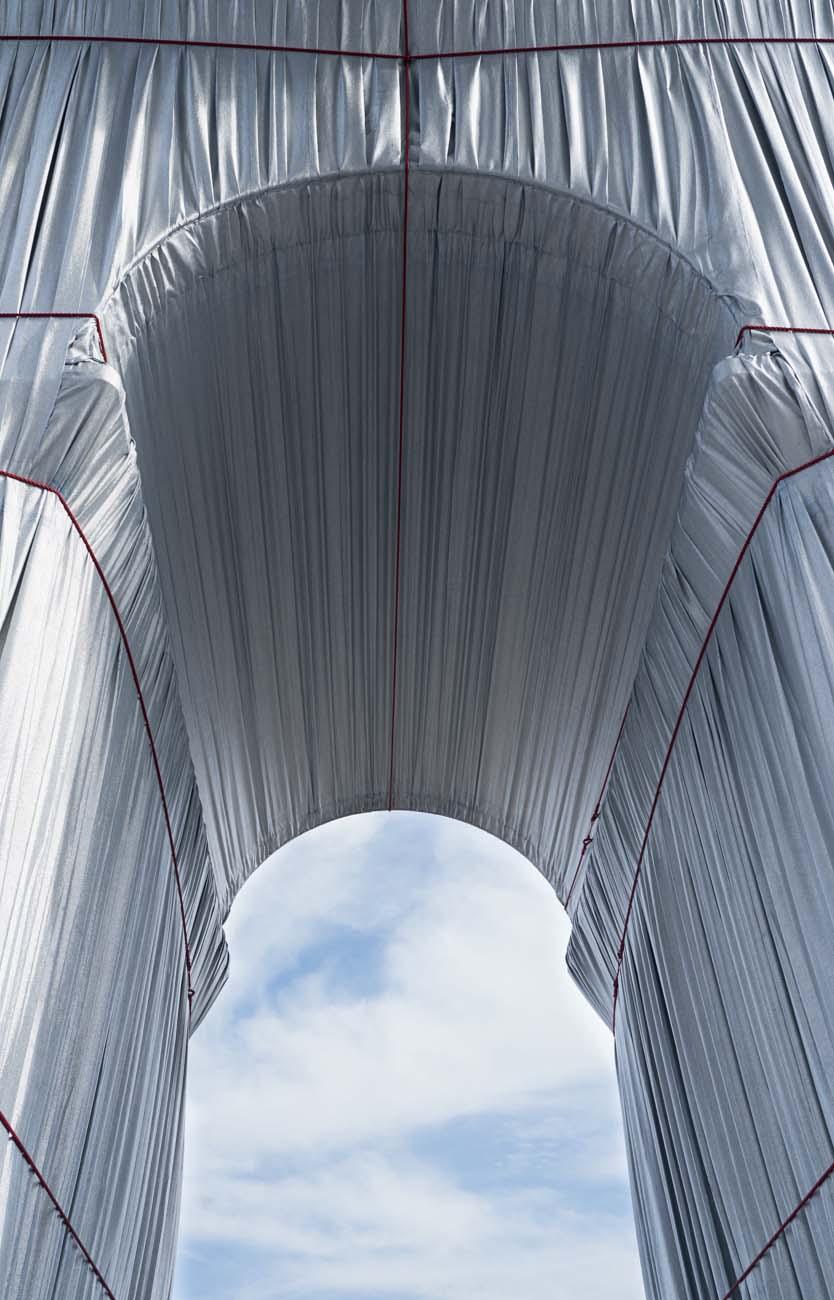 Arc de Triomphe, Wrapped von unten