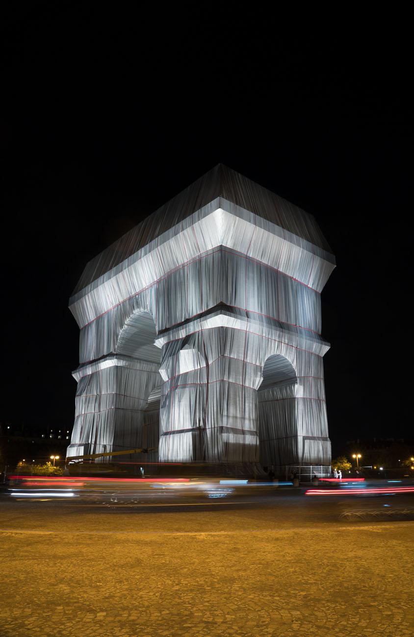 Arc de Triomphe, Wrapped von Christo, Paris bei Nacht
